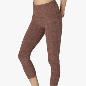 Beyond Yoga Spacedye Walk And Talk Capri  Leggings